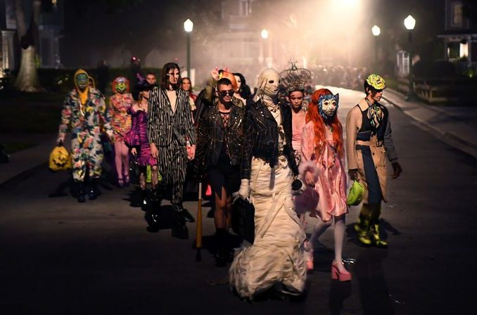 Halloween 2020 Show Times Watch Moschino's Halloween Themed Fashion Show at Universal