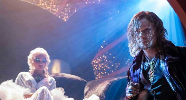 Halloween Set A Babysitter S Guide To Monster Hunting Hits Netflix In October Halloween Daily News